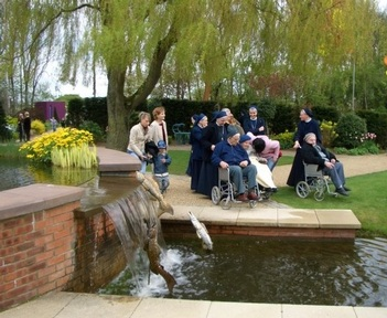 Residents on a trip to Spalding. Credit: Laxton Hall