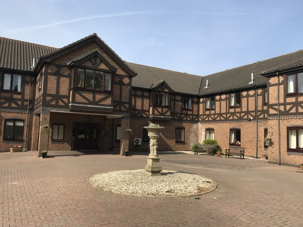 Clarendon Hall Care Home 19 Church Avenue Humberston Grimsby North East Lincolnshire Dn36 4da 57 Reviews